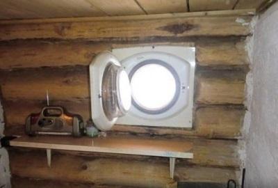 Окно из люка старой стиральной машины
