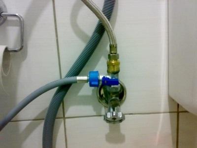 Предназначение тройник подключеного  к водопроводу и стиральной машине