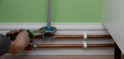 Врезка тройника в металлическую трубу для подключения стиральной машины к водопроводу