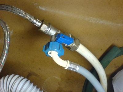 Тройник на металлопластиковую трубу для подключения стиральной машины к водопроводу
