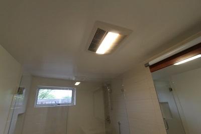 Вентилятор для ванной с датчиком влажности и дополнительными функциями