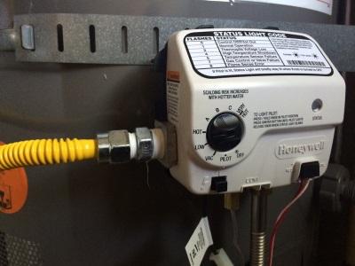 Газовый накопительный водонагреватель с системой автоматического розжига