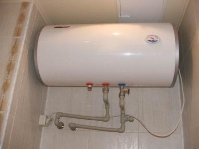 Бойлер для нагрева воды с предохранительным клапаном