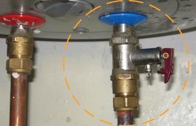 Установленный предохранительный клапан для бойлера
