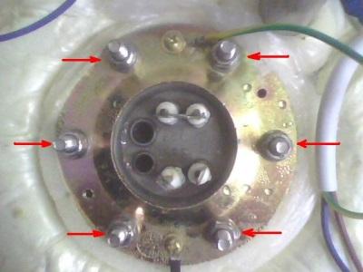 Болты на корпусе водонагревателя