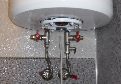 Бойлер, подключенный к металлическому водопроводу