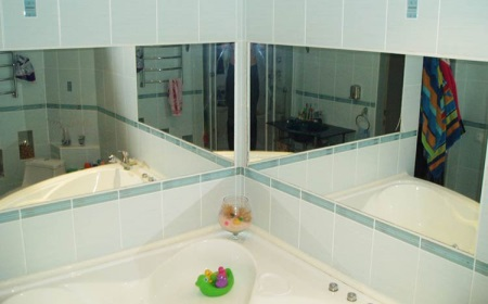 Ванная в хрущевке - использование зеркал