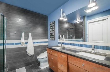 """""""брутальная"""" ванная комната в серо-голубых тонах"""