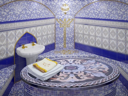 Голубая ванная в стиле турецкого хамама