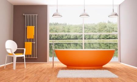 Оранжевая ванная в бежево-коричневой ванной