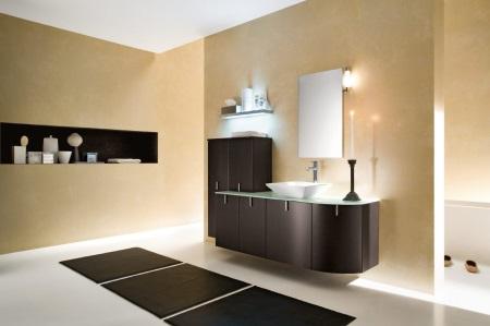 Коричневая ванна в бежевой ванной