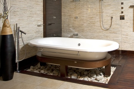 Ванна в коричневой ванной