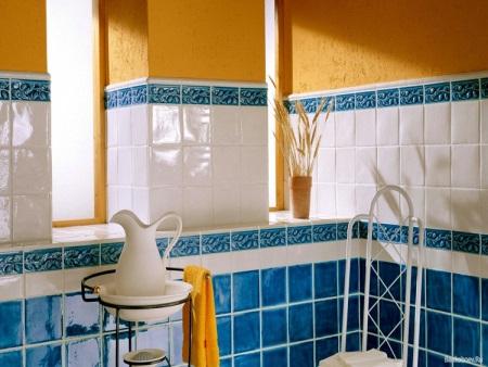 Оранжево-синяя ванная