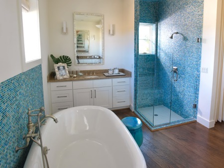 Светло-синяя ванная