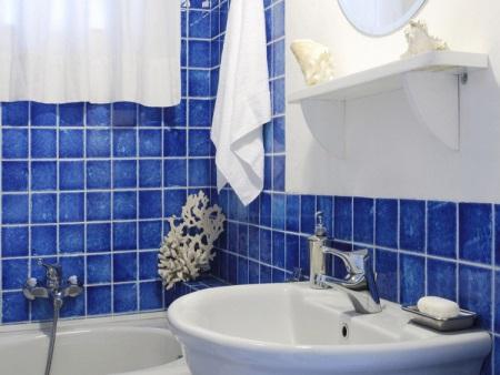 Аксессуары для синей ванной