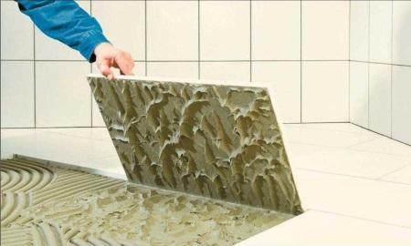Жидкий клей для плитки в ванной комнате