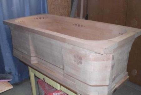 Деревянная ванна: плюсы и минусы, особенности, формы и породы дерева