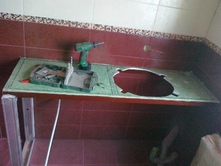 Как встроить раковину в столешницу в ванной своими руками 16
