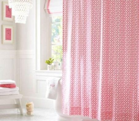 Ванна с розовой плиткой