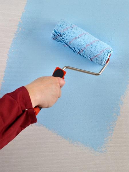 Как правильно клеить стеклообои - от плюсов до техники оклейки
