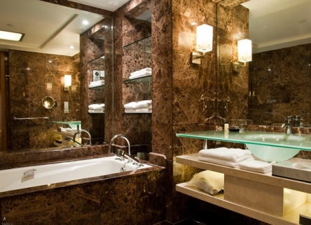 стильная коричневая ванная комната