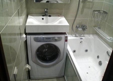 Как поместить стиральную машину в маленькую ванну