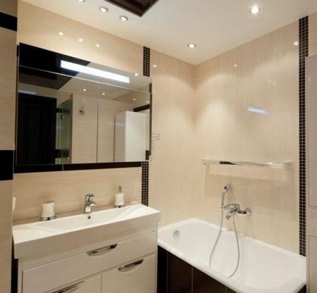 Световое и цветовое решение для маленьких ванн
