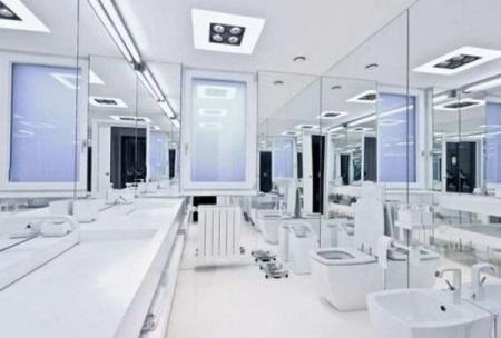 Зеркальные стены в ванной комнате