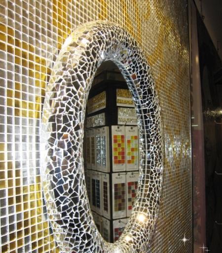Зеркало отделанное мозаикой