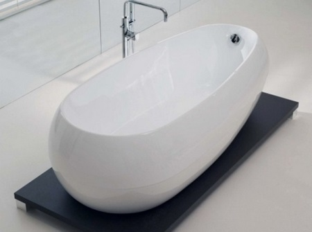 Недостатки маленького веса акриловой ванны