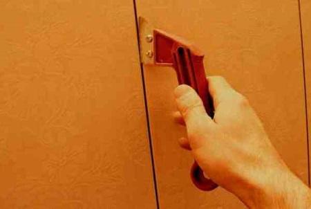 Как убрать старую затирку из швов плитки: способы удаления затирки