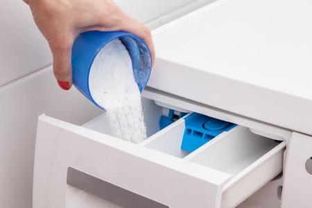 загрузка порошка в стиральную машину