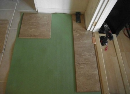 Можно ли класть плитку под плитку: клеить новую плитку на старую, на пол, потолочную плитку