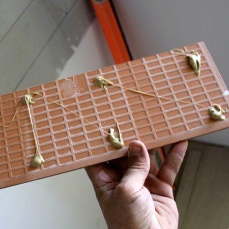 Жидкие гвозди для керамической плитки: жидкий клей для плитка на пол, укладка